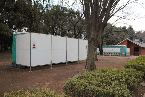 お花見の名所、渋谷区・代々木公園の桜 トイレ